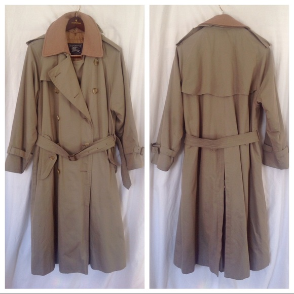 871ef61f355 Vintage Burberry Trench With Removable Wool Liner.  M 5a45321f33162750400d687c